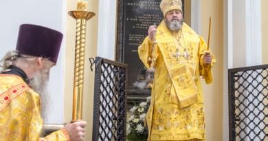 В Неделю 5-ю по Пятидесятнице митрополит Викторин совершил Литургию в Александро-Невском кафедральном соборе г. Ижевска