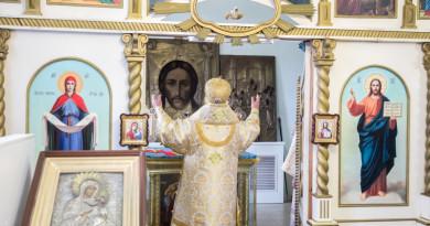 Митрополит Викторин совершил Божественную литургию в храме Покрова Пресвятой Богородицы п. Новый