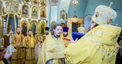 Митрополит Викторин совершил Божественную литургию в Покровском храме с. Июльское
