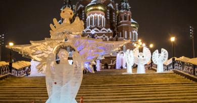 У Михайловского собора открыт парк ледовых Архангелов и ангелов