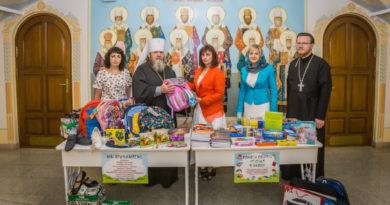 Вещи, собранные в рамках акции «Помоги собрать ребенка в школу» в Михайловском соборе, переданы в Минсоцзащиты УР