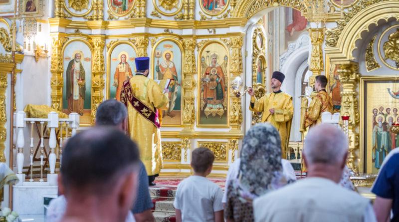 В Михайловском соборе все литургии будут совершаться с открытыми царскими вратами