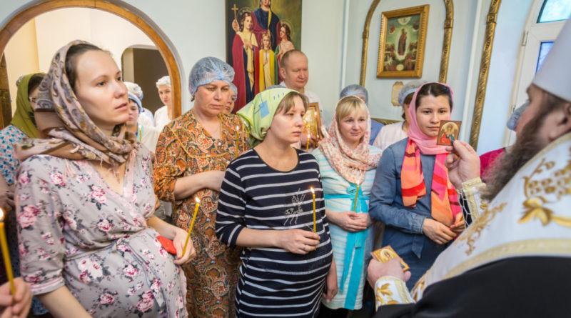 Митрополит Викторин посетил Родильный дом №6 г. Ижевска