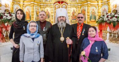 Правящий архиерей вручил награды православным врачам Удмуртии