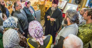 Митрополит Викторин встретился с участниками крестного хода «За жизнь и семью – 2018»