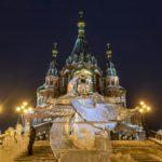Площадь кафедрального храма украсили ледяными ангелами