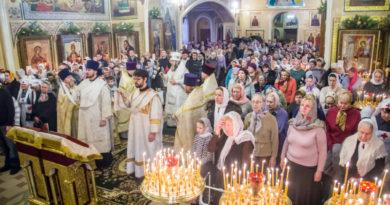 Митрополит Викторин совершил литургию в Свято-Троицком соборе г. Ижевска