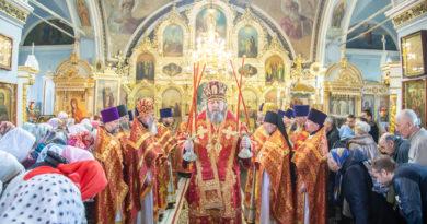 Митрополит Викторин посетил Преображенский храм г. Воткинска