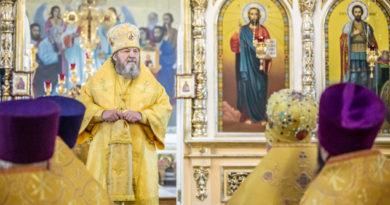 Архипастырское служение в день праздника святых в земле Российской просиявших