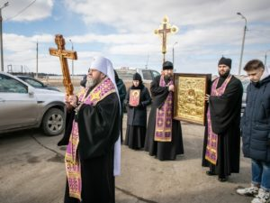 В Ижевске прошел крестный ход на автомобилях с молитвой «о сохранении от губительных болезненных поветрий»
