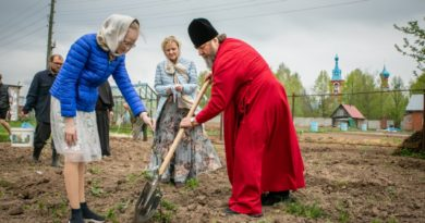 В Ризоположенском монастыре посадили яблоневый сад в честь 75-летия Великой победы