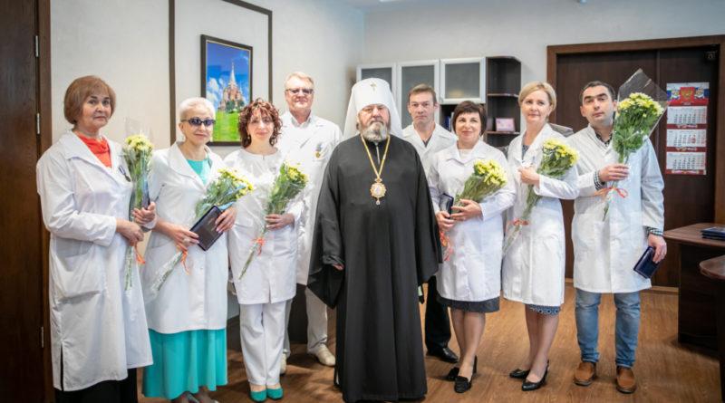 Митрополит Викторин вручил епархиальные награды врачам клинико-диагностического центра