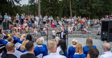 В парке Драгунова исполнили духовные песнопения
