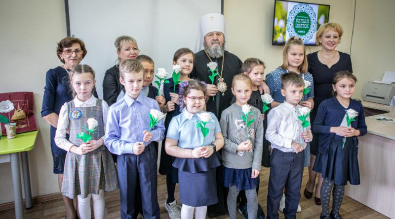 Митрополит Викторин посетил школы, участвующие в акции «Белый цветок»