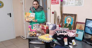 Нуждающимся переданы подарки, собранные в кафедральном соборе