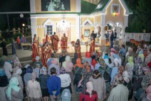 Состоялся ночной крестный ход в память о святых царственных страстотерпцах