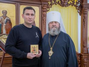 Митрополит Викторин наградил епархиальной медалью Андрея Тимофеева